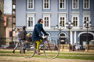 Timisoara Cycle Chic: trei tineri fotografiaza biciclistii pentru a incuraja mersul pe doua roti