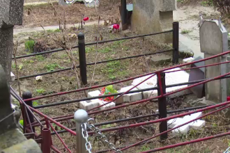 40 de morminte din Dambovita au fost profanate. Politia nu exclude actiunea unui grup de satanisti