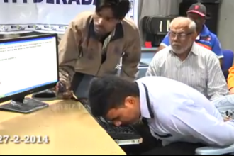 Un barbat din India a stabilit un record de rapiditate in a scrie pe computer cu nasul. Cum a reusit. VIDEO