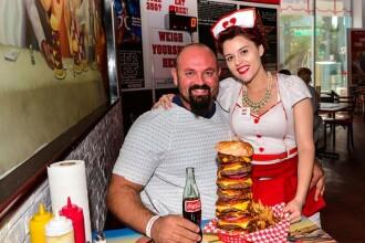 Burgerul ce contine 9.982 de calorii. Proprietarul restaurantului care l-a inventat spune ca