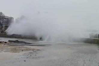 Cum se spala masina pe vreme de cod galben de vant la Constanta. VIDEO