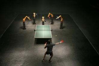 Omul si Robotul. Cine a castigat duelul dintre o masinarie si un campion mondial la tenis de masa