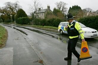Politistii au oprit traficul si au inceput sa-i caute