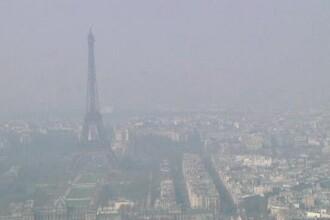 Smogul a pus stapanire si pe Paris. Simbolul orasului, Turnul Eiffel, abia mai poate fi zarit