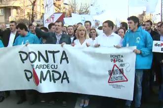Elena Udrea si 8.000 de membrii si simpatizanti PMP i-au cerut demisia lui Victor Ponta. Petitia depusa sambata la Guvern