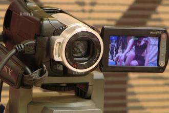 Taxele pe pornografie i-ar putea scuti pe romani de acciza la benzina. Ideea unor parlamentari pentru a