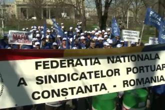 Protest al angajatilor din Portul Constanta. Oamenii nu vor ca 13 % din actiunile portului sa ajunga la Consiliul Local