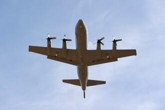 Elemente desprinse din motorul unui avion au cazut peste o casa si mai multe masini in Portugalia