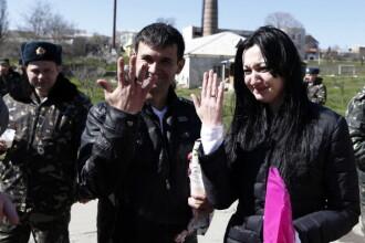 Doi ucraineni s-au casatorit sambata sub asediu in Crimeea. La cateva ore dupa nunta, baza lor a fost cucerita de rusi