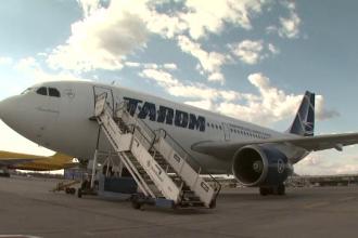 Trei angajati ai TAROM, retinuti pentru ca ar fi furat din bagajele pasagerilor