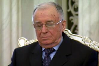 Ion Iliescu, surprins intr-o ipostaza neplacuta. Ce facea fostul presedinte in timp ce Traian Basescu tinea un discurs. VIDEO