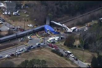 Momentul in care un tren a lovit un camion, in SUA, filmat cu telefonul mobil. 40 de oameni au fost raniti in accident