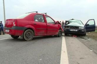 Un barbat a pierdut controlul volanului, a intrat pe contrasens si a izbit frontal o masina. Ce s-a intamplat