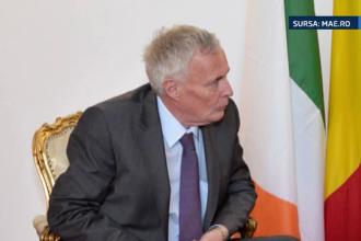 Ambasadorul Irlandei a cazut si s-a lovit la cap dupa ce a iesit dintr-un restaurant, in Capitala. A fost internat de urgenta