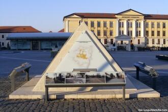Statuile de un milion de euro puse in Cetatea Alba Iulia sunt furate pe bucati. Din telescop, a mai ramas doar trepiedul
