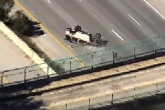 Urmarire in mare viteza in California incheiata cu o rasturnare spectaculoasa. Incidentul a fost filmat din elicopter