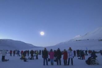 Superluna a fost admirata de milioane de oameni din intreaga lume. Cum s-a vazut fenomenul la 00:45, in Romania