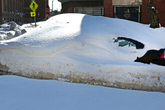Ce a descoperit o americanca dupa ce si-a lasat masina sapte saptamani sub un munte de zapada