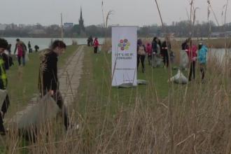 Patru tone de gunoi dintr-un singur parc. 200 de elevi si voluntari din Constanta au dat o lectie autoritatilor