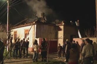 Casa din Arad mistuita de flacari. O batrana a murit carbonizata, dupa ce fiica ei a incercat sa faca focul in soba