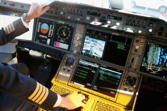 Cum se blocheaza accesul la carlinga avionului. Pilotul a incercat sa sparga usa, dar nu a reusit sa intre