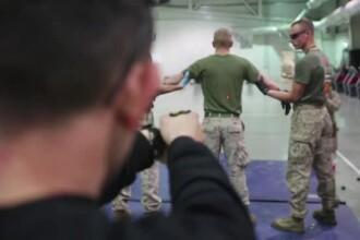 Tinut de maini si impuscat cu un pistol special. Prin ce exercitii trece un militar american in baza de la Constanta