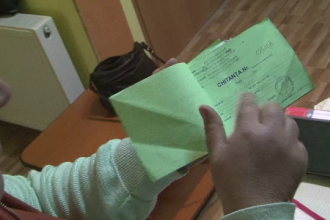 Au furat banii destinati unui copil bolnav. Trei indivizi s-au dat drept inspectori ANAF si au fugit cu 5 milioane de lei