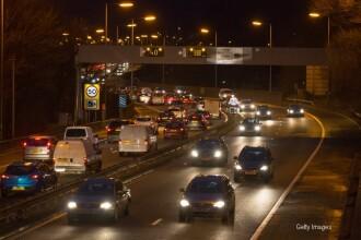 Imaginile misterioase surprinse miercuri noapte pe o autostrada in apropiere de Edinburgh.