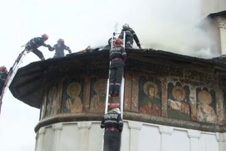 Incendiu la o biserica din Arges. Focul declansat in momentul in care trebuia sa inceapa slujba de Pomenire a Mortilor