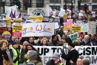 Mii de persoane au manifestat in mai multe orase europene in favoarea imigrantilor, dupa acordul UE-Turcia