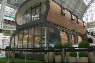 Fotoliul care face masaj japonez si casa modulara ce poate fi ridicata oriunde, la un targ din Londra