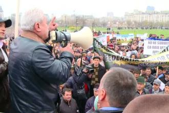 Sute de fermieri au protestat in fata Parlamentului si isi cer subventiile pe anul 2015. Reactia ministrului agriculturii