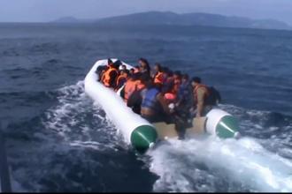 Sute de migranti aflati in largul Marii Mediterane, salvati dupa ce au apelat un numar la intamplare. Cine le-a raspuns