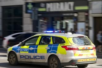 Tânăr condamnat pentru crimă în România, arestat în UK. Ce le făcea bătrânilor