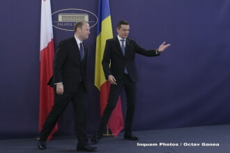 Premierul Sorin Grindeanu l-a primit pe omologul maltez in huiduielile protestatarilor din Piata Victoriei. VIDEO