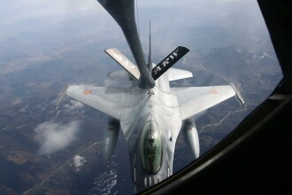 Avioanele F-16 ale Fortelor Aeriene Romane au facut prima realimentare in zbor deasupra Romaniei. FOTO si VIDEO