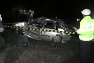Un sofer a murit, iar o tanara de 18 ani este in stare grava la spital, dupa ce masina in care se aflau a intrat intr-un pod