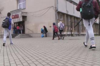 Blocajele create in trafic de parintii care-si duc cu masinile copiii la scoli din centrele oraselor. Solutia gasita la Cluj