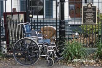 O femeie cu dizabilitati a stat izolata in propriul apartament timp de 9 luni. Ce s-a intamplat atunci cand s-a filmat. VIDEO