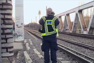 Adolescentul electrocutat pe podul de cale ferata din Herastrau a murit. Avea arsuri pe aproape tot corpul