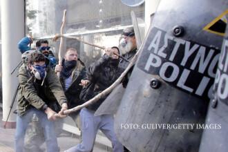 Lupte de strada in centrul Atenei. Fermierii veniti tocmai din Creta au atacat politia cu batele