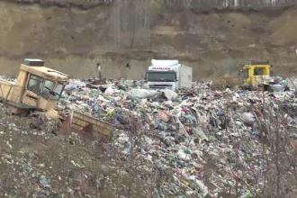 Tone de gunoi, plimbate sute de kilometri intre judete pentru ca nu avem gropi ecologice. Riscam amenzi de 124.000 EURO pe zi