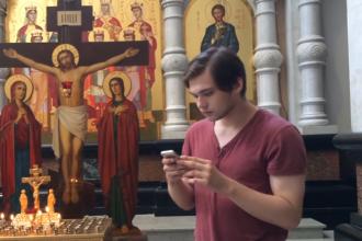 Un blogger rus risca inchisoarea dupa ce s-a filmat jucand