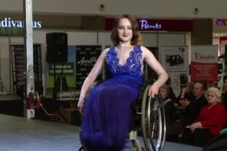 Prezentare de moda emotionanta la Iasi. 12 tinere au defilat in scaun cu rotile si rochii atragatoare de seara