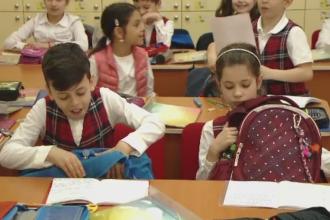Ghiozdanele prea grele pot deforma coloana elevilor. Solutia gasita de o scoala din Timisoara pentru a-i ajuta pe cei mici