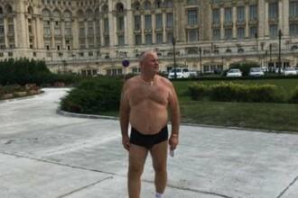 Scandalul din ALDE provoaca reactii bizare. Un lider de filiala s-a pozat in chiloti in fata Palatului Parlamentului