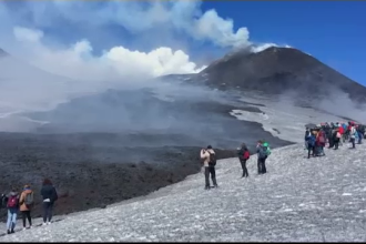 Fenomenul rar care a provocat explozia de lava a vulcanului Etna. Specialistii spun ca zapada a provocat deflagratia