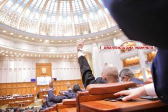 Presedintele a promulgat legea prin care parlamentarii pot angaja persoane cu care au mai lucrat in ultimii 5 ani