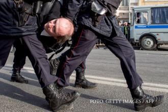 Proteste impotriva regimului Putin, in toate marile orase ale Rusiei. De ce manifestantii se vopsesc in verde si aduc ratuste
