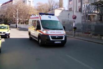 Accident înfiorător. Copil de 2 ani, strivit de o ușă metalică în Turda